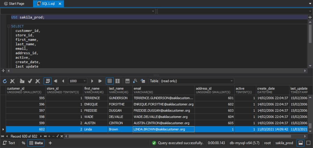 在dbForge Studio for MySQL中使用SELECT语句检索数据时的输出结果