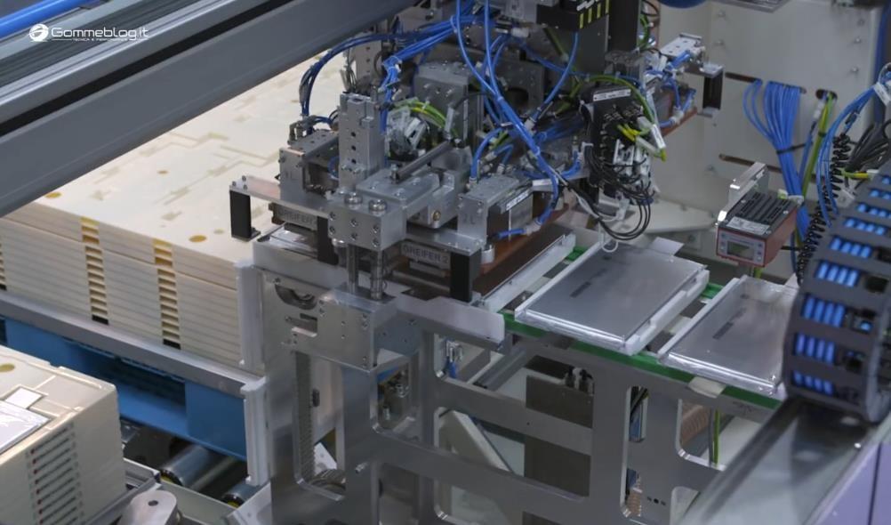 原来大名鼎鼎的奔驰工厂是这样生产和装配电池的,快来一饱眼福!